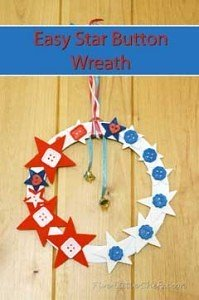 Easy Star Button Wreath from fivelittlechefs.com #kids crafts #star #july