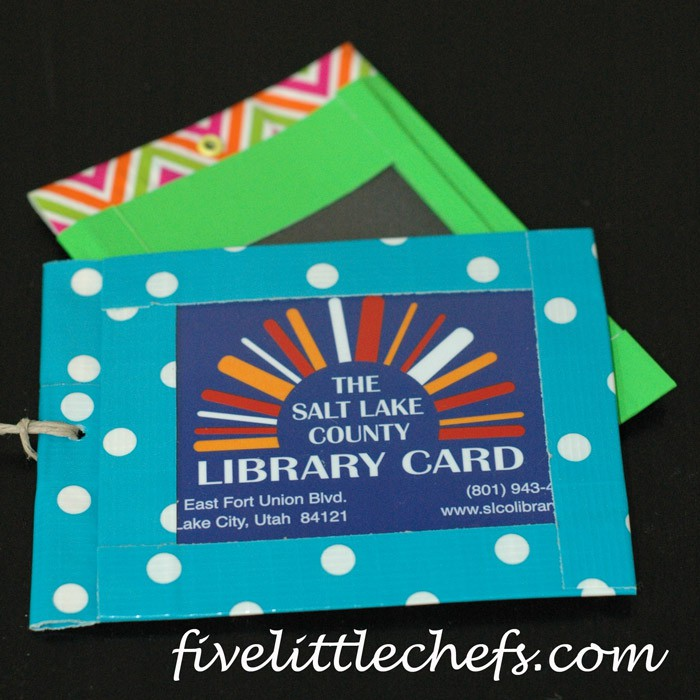 DIY Library Card Holder from fivelittlechefs.com #diy #library #kidscrafts
