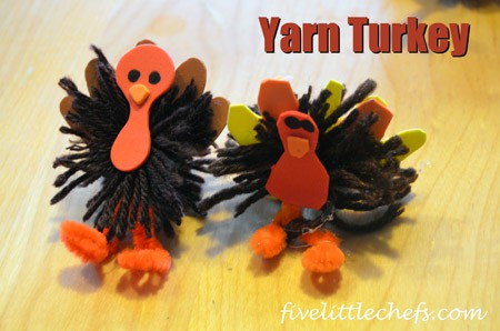 Yarn Turkey is made with 3 craft items; yarn, pipe cleaner and craft foam. Add some hot glue and a black marker and you are ready to create. #turkey #kidscrafts