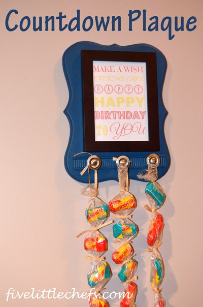 Whether you are counting down to a birthday, a holiday, a vacation, you can customize the Countdown Plaque from fivelittlechefs.com for your own countdown needs. #kidscrafts #countdownplaque