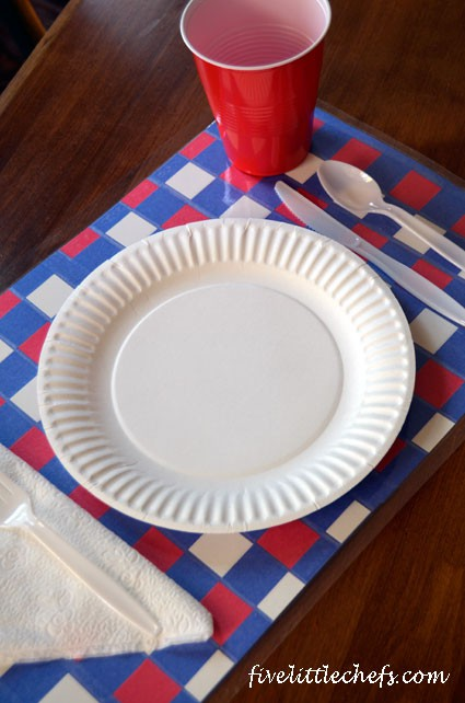 How to create a 4th of July placemat for your 4th of July picnic. #4thofjulycrafts