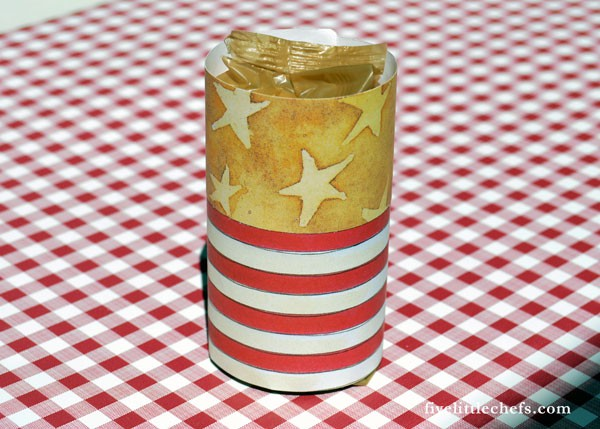 Firecracker Crackers make fun 4th of July crafts. This is an easy DIY activity while waiting for the food, or use as table decorations or party favors.