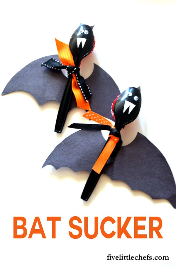Bat suckers are quick to make. They make a great addition to your halloween food and halloween decorations.